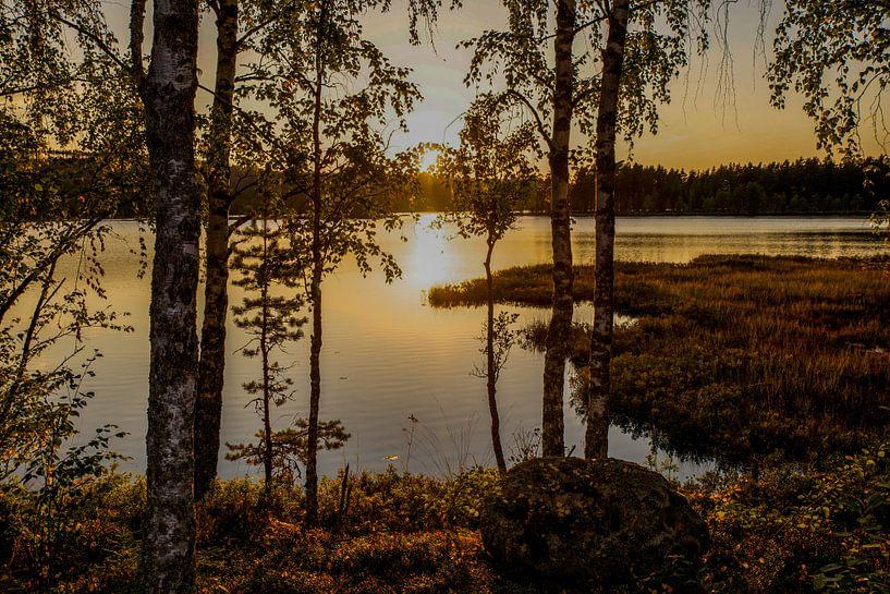 """""""Sunset"""" over a lake in Dalarna, Sweden. sur Kaj Hendriks"""