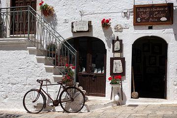 Vieux vélo dans une scène de rue dans le sud de l'Italie sur iPics Photography