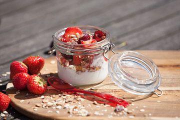 Ontbijtje met aardbeien van Willy Sybesma