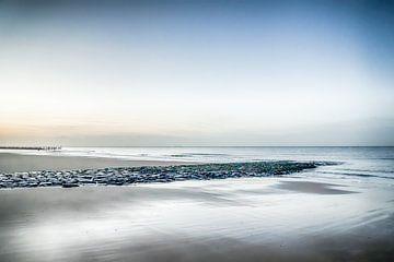 Strand Zeeland bij zonsondergang van Bianca Boogerd