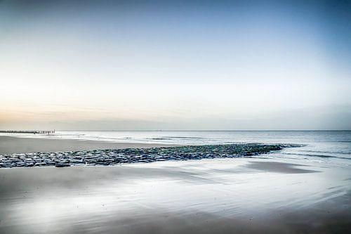 Strand Zeeland bij zonsondergang