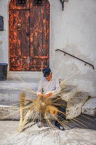Oude mandenvlechter uit Puglia