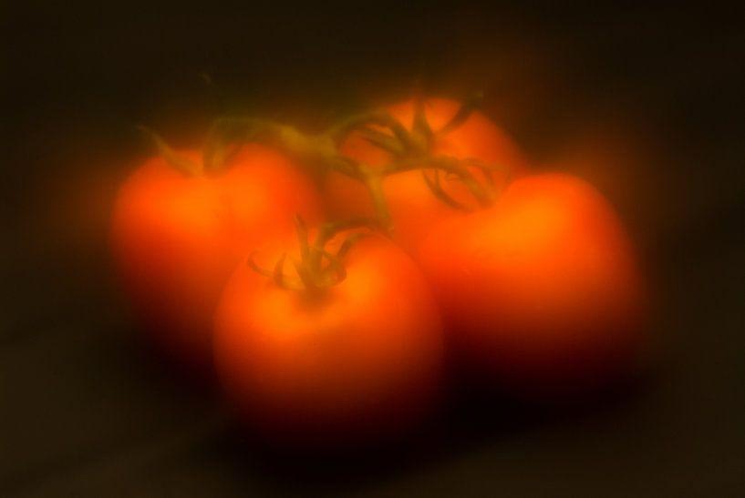 vier tomaten  van Geertjan Plooijer
