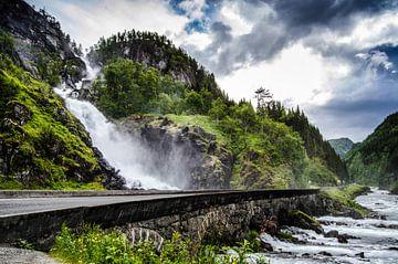 Latefossen- Waterval in Noorwegen van