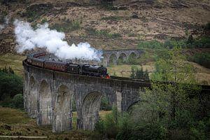 Hogwarts Express Jacobite Dampfzug auf dem Glenfinnan Viaduct in Schottland