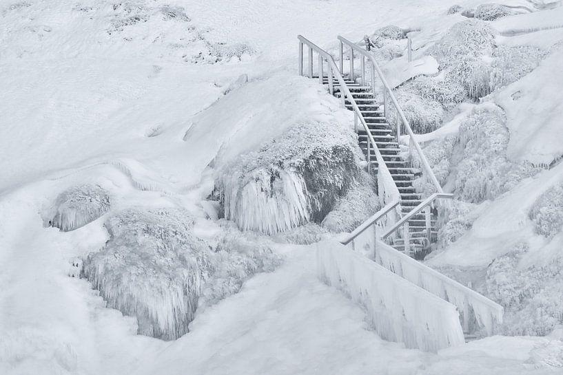 Frozen stairs van Loulou Beavers