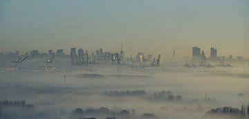 Mist over Rotterdam van Marcel Schouten