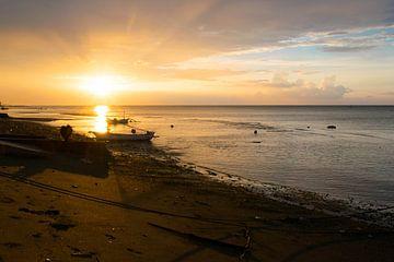 Zonsondergang in Bali van Lucas De Jong