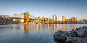 Skyline New York tijdens Zonsopkomst van Mark De Rooij