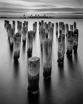 Princes Pier Pylons bij zonsondergang van Keith Wilson Photography