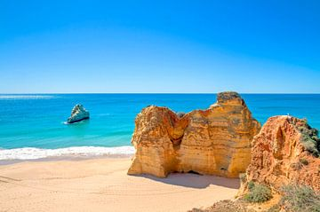 Rotsformaties aan de Portugese kust in de Algarve van Nisangha Masselink