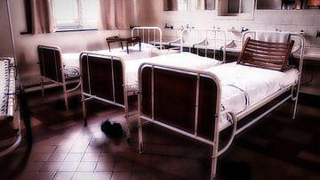 Vintage ziekenhuis bedden van Faucon Alexis