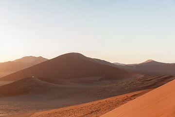 Zonsopgang in Sossusvlei, Namibië von Simone Janssen