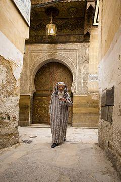 Man in de medina van Fez van Antwan Janssen