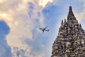 Lion Air boven Prambanan van Eduard Lamping