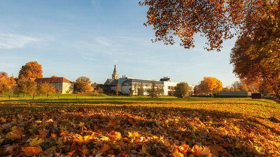 Brand Bierbrouwerij in Wijlre in herfstkleuren van John Kreukniet