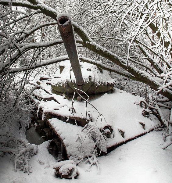 Tank in de sneeuw #1 van Olivier Van Cauwelaert