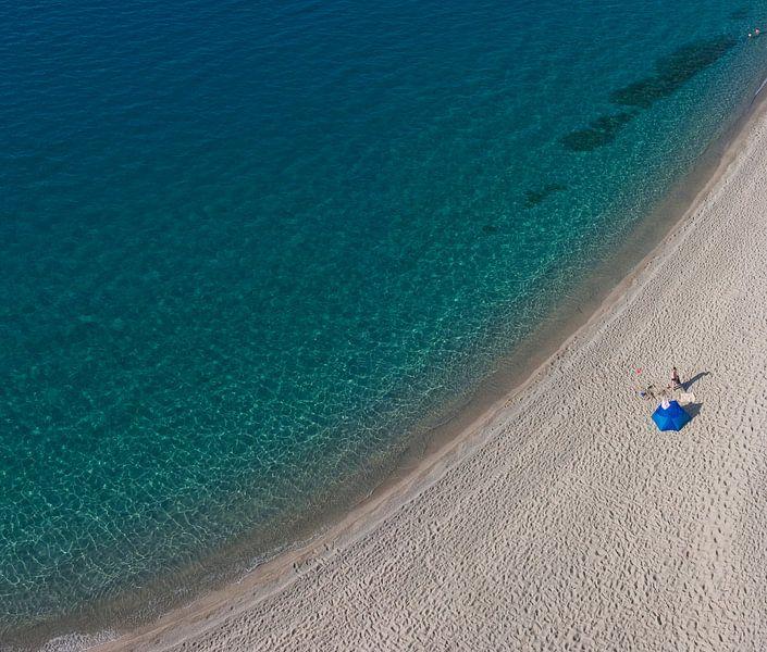 Eenzaam op het strand van Rene van der Meer
