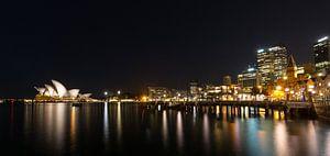 Sydney nacht skyline - Australie van Marcel van den Bos