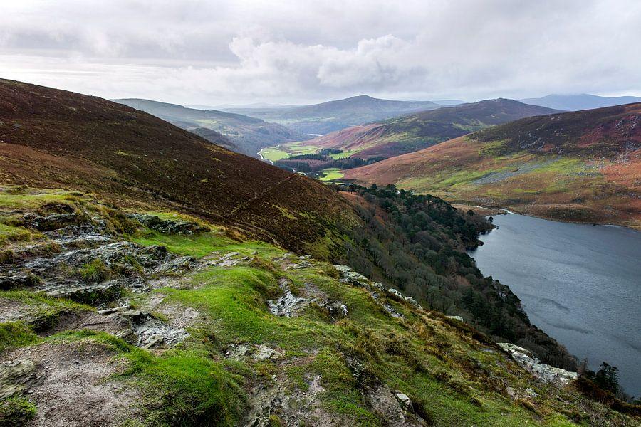 Guinness lake in de wicklow mountains van Ierland van Steven Dijkshoorn