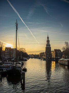 Amsterdamse Binnenstad vlak voor zonsondergang van Arthur Scheltes