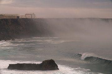 neblige Klippen an der Algarve von massimo pardini