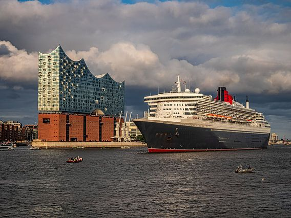 2017-08-21 Elbphi mit Queen Mary 2
