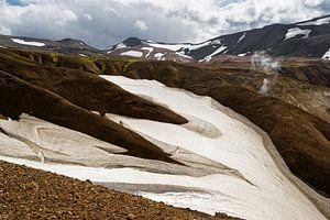 Island - Berglandschaft mit Schneefeldern von Ralf Lehmann