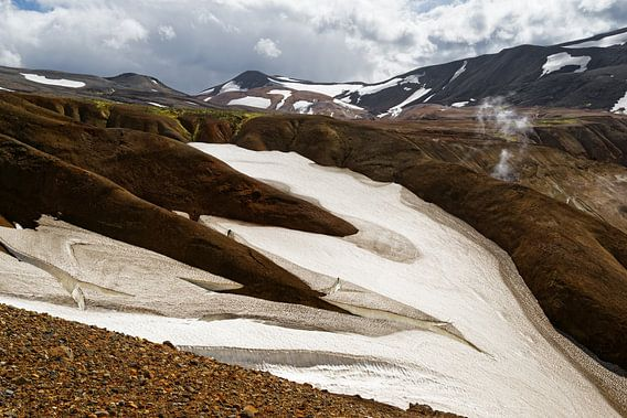 Island - Berglandschaft mit Schneefeldern