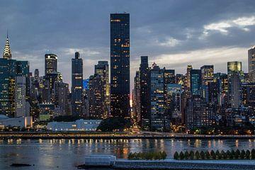Die berühmte Skyline von Manhattan - New York City - während eines schönen Sonnenuntergangs im Somme von WorldWidePhotoWeb