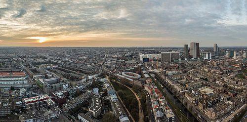 Panorama uitzicht Den Haag vanaf Haagse Toren bij zondondergang