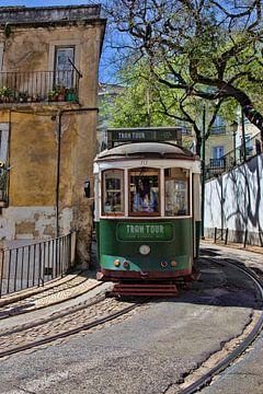 Tram in Lissabon van Hilda booy