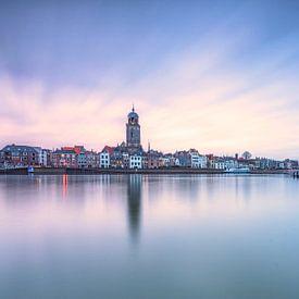 Skyline Deventer tijdens het blauwe uurtje van Dennisart Fotografie