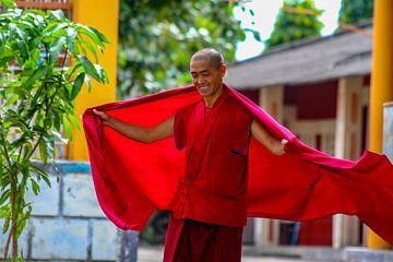 Tibetaanse monnik in Bylakuppe (India) van Martijn Mureau