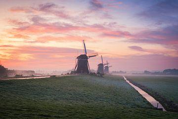 Spectaculaire zonsopkomst met drie molens