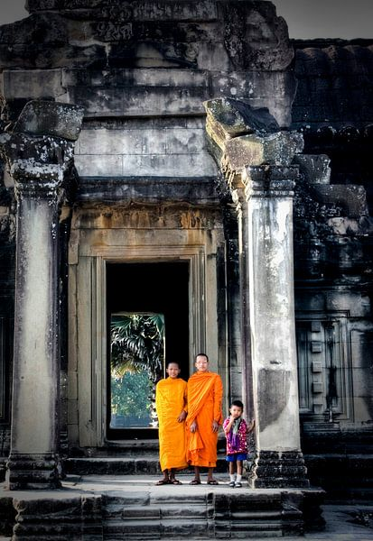 Boeddhistische monniken in Angkor Wat van Marie-Lise Van Wassenhove