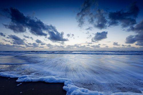 typisch Hollandse wolkenlucht boven de Noordzee