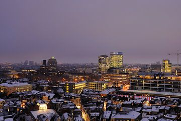Het westen van Utrecht gezien vanaf de Neudeflat in de winter (1) von Donker Utrecht