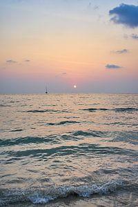 Sonnenuntergang am Meer in Koh Chang, Thailand von Annette Sandner