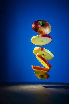 Schwebender Apfel. von Jolanda Bosselaar