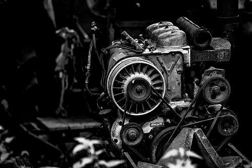 DEUTZ ENGINE BLACK AND WHITE