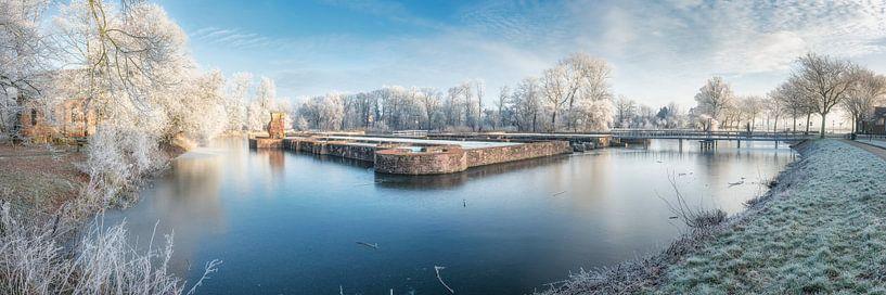 Winterse slotgracht panorama van Fotografie Egmond