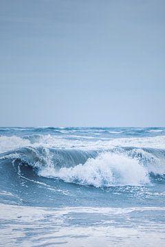 Große Welle an der Nordseeküste von Florian Kunde