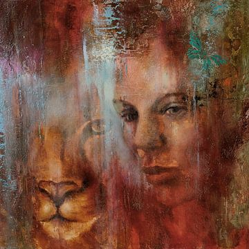 Gemeinsam: Der Blick einer Frau und eines Löwen