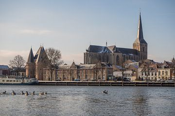 Het IJsselfront van Kampen op een koude winterochtend van Gerrit Veldman