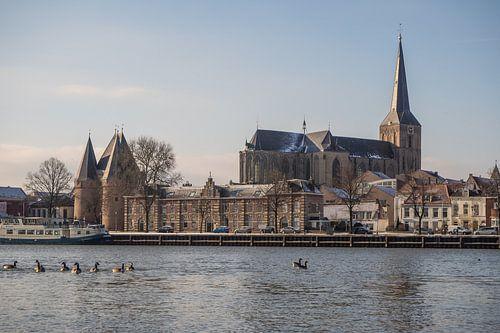 Het IJsselfront van Kampen op een koude winterochtend