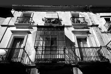 Vieille façade, Espagne (noir et blanc) sur Rob Blok