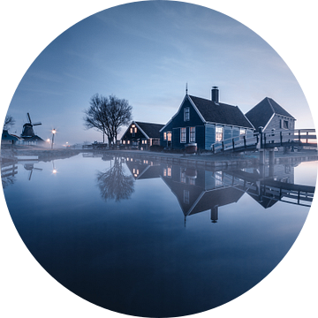 Een koude ochtend bij de Zaanse Schans van Niels Tichelaar