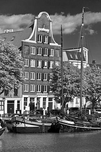 Canal Dordrecht schwarz / weiß von Anton de Zeeuw