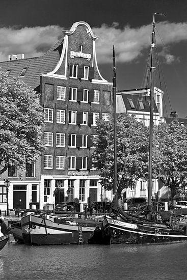 Grachtenpand Dordrecht zwart/wit